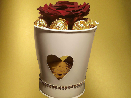 Big Preserved Rose Head with Ferrero